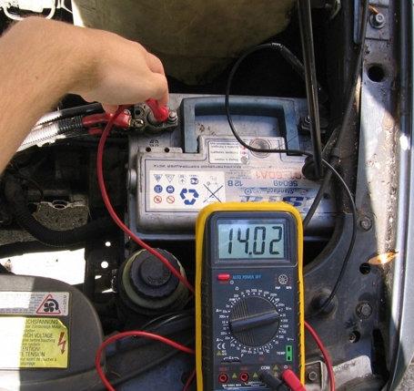 Проверка процесса заряжания аккумулятора от генератора
